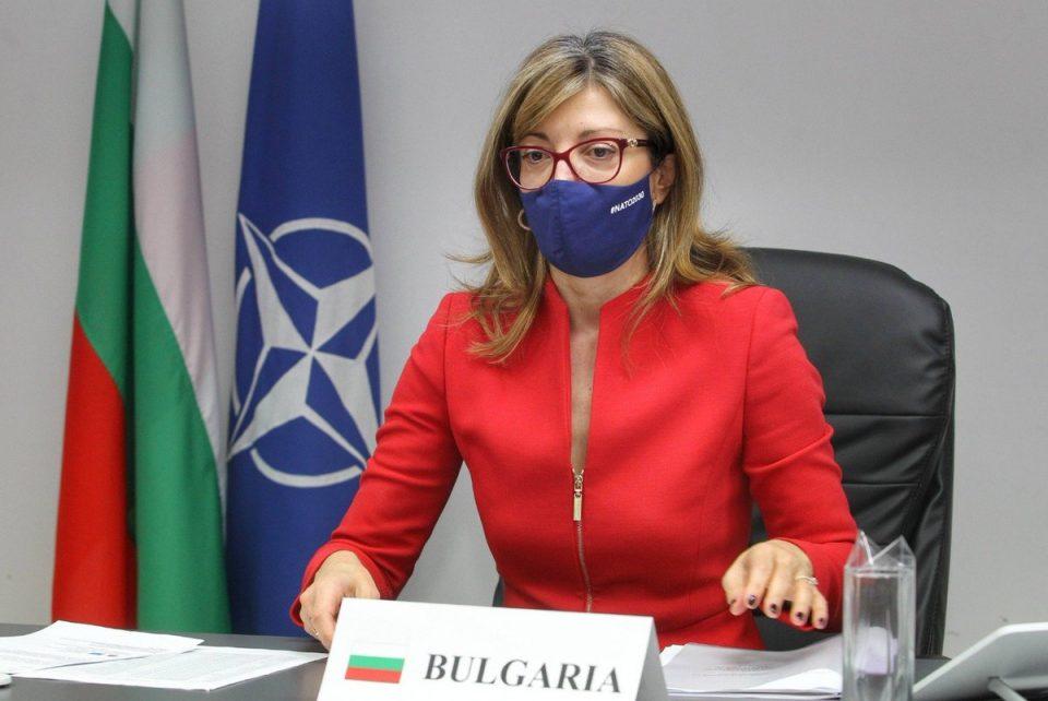 Захариева го повикала македонскиот амбасадор на разговор поради реакциите кон Гарванлиев