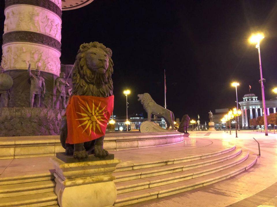 """(ФОТОГАЛЕРИЈА) Вчеравечер сепак имаше прослава на плоштад """"Македонија""""!"""