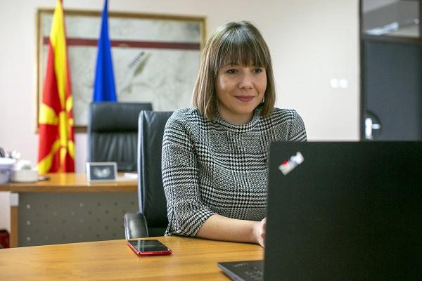 Царовска: Tечат подготовките за новите наставни програми за прво и четврто одделение