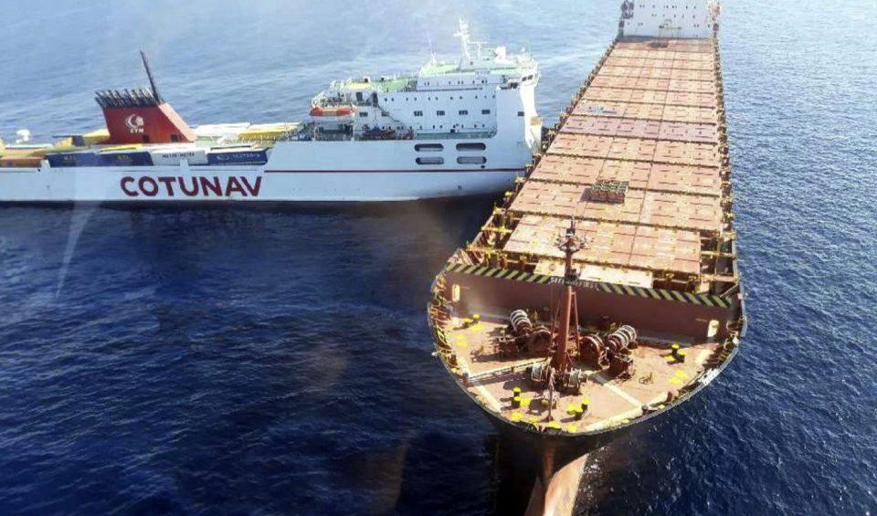 Се излеа нафта по судар на танкер и брод
