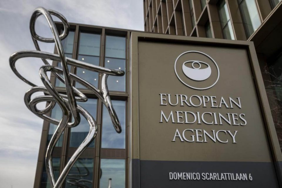 Експерти на ЕМА ја проценуваат руската вакцина