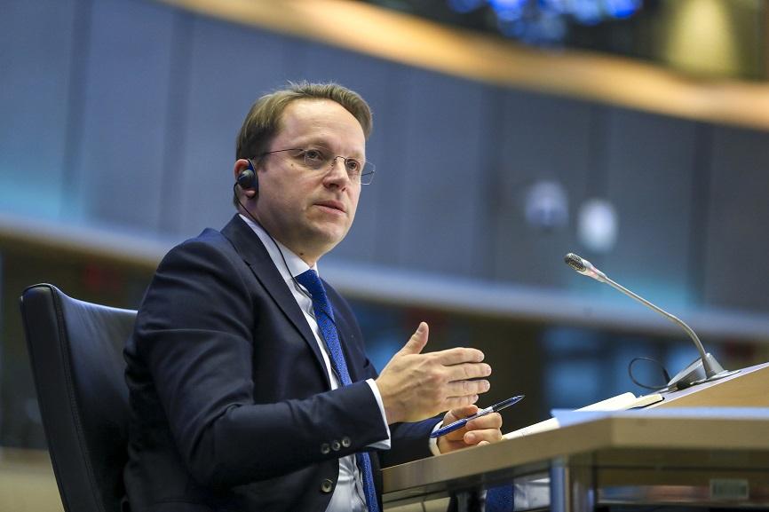 Македонија и Бугарија да изнајдат заеднички прифатливо решение, порача Вархеји