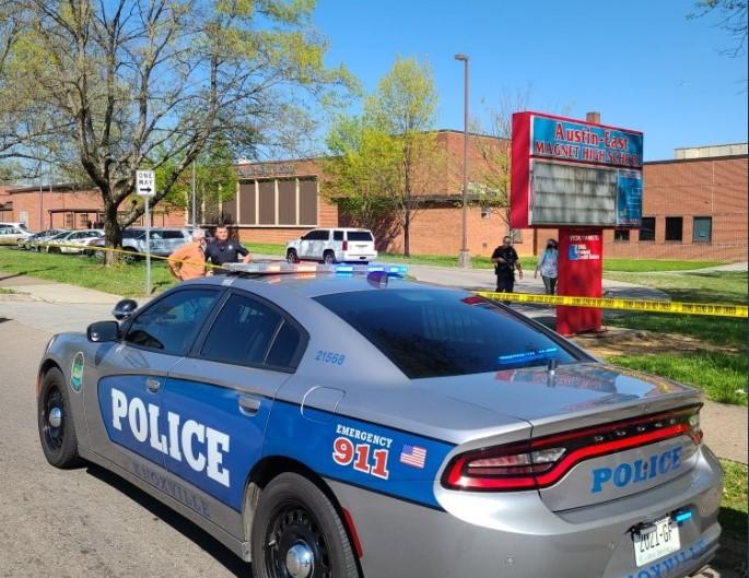 Пукање во средно училиште во САД: Убиен еден ученик