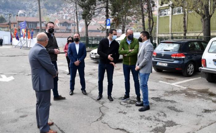 """(ФОТО) Заев во друштво со пет министри го означи стартот на инвестицијата """"Нов пазар во Велес"""""""