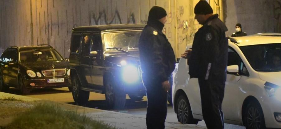 (ФОТО) Веднаш по изборите убиен познат бизнисмен во Бугарија на семафор – Со него било и детето