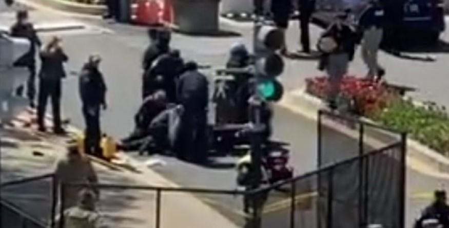 (ВИДЕО) Драма пред Капитол – aвтомобил прегази двајца полицајци, стигна и хеликоптер