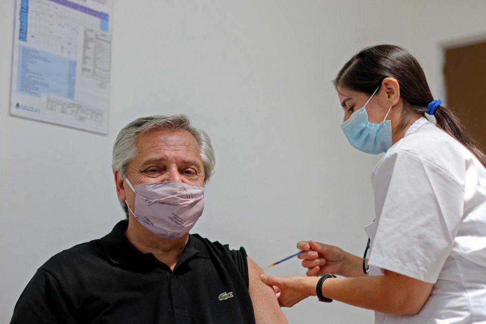 """Аргентинскиот претседател во февруари ја примил втората доза на """"Спутник"""", сега е позитивен на коронавирус"""
