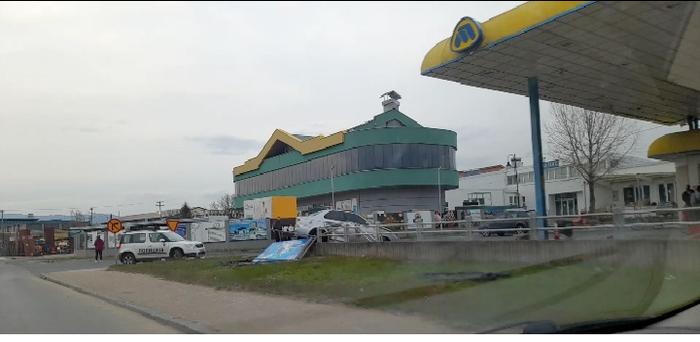(ФОТО) Возило се заби во ѕид на бензиска пумпа кај Делчево