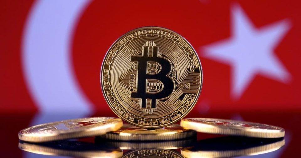 Дали падот на турската лира се должи на криптовалутите?