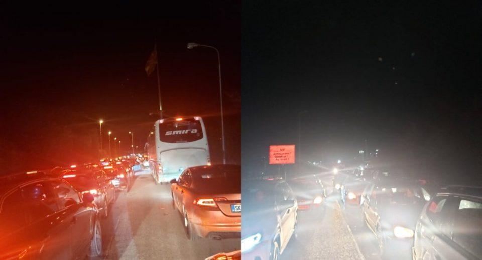 (ФОТО) Стотици возила блокирани на границата меѓу Косово и Македонија