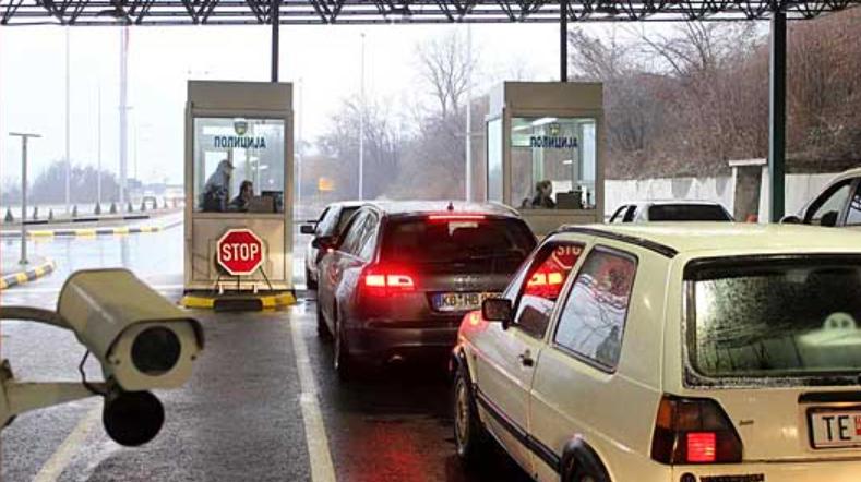 Косовски државјанин бегал од полиција, па се забил во службено возило на Блаце