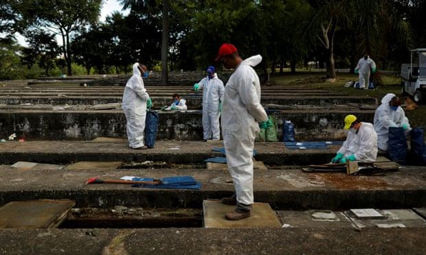 (ВОЗНЕМИРУВАЧКО ВИДЕО) Откопуваат стари гробници да имаат место за жртвите од коронавирусот