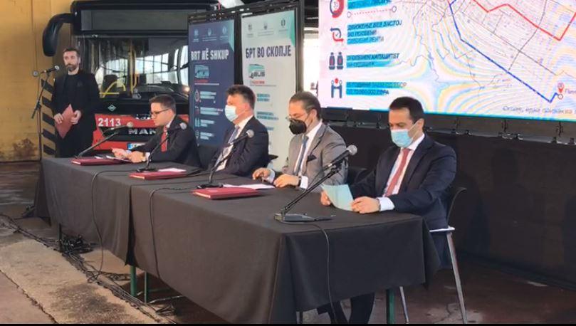 Потпишан договорот за брз автобус во Скопје, Македонија задолжена 70 милиони евра за трамвајот на тркала