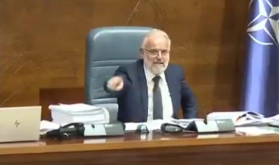 (ВИДЕО) Џафери како никогаш досега: Се дереше по пратениците бидејќи не може да обезбеди мнозинство