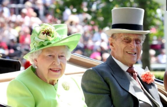 Кралицата Елизабета им се врати на редовните обврски