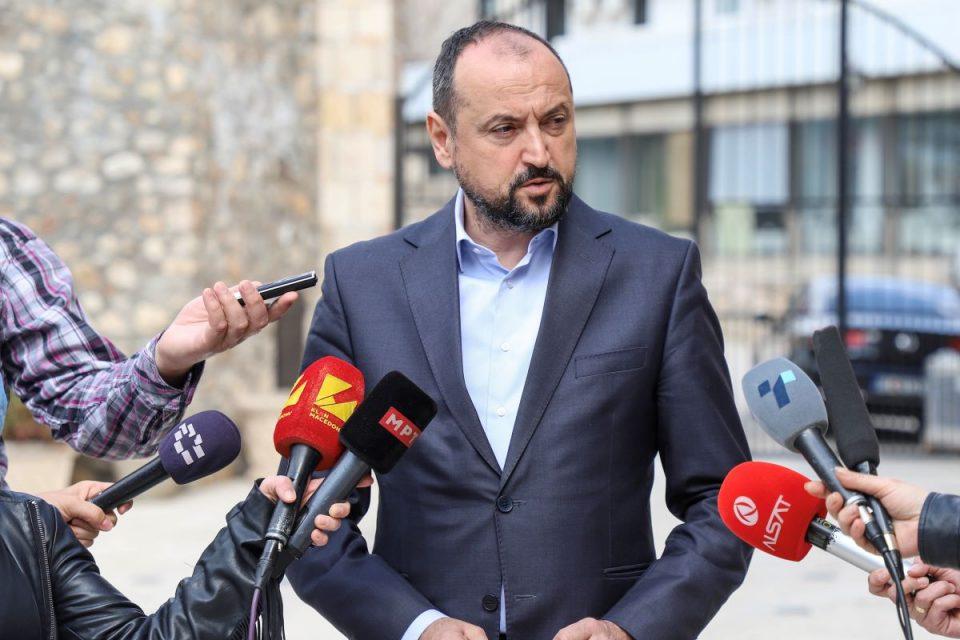 """Минималната плата сепак нема да расте – министерот Битиќи вели """"не е време за тоа"""""""