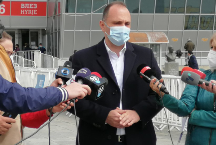 Филипче најави олеснување на мерките доколку продолжи стивнувањето на пандемијата
