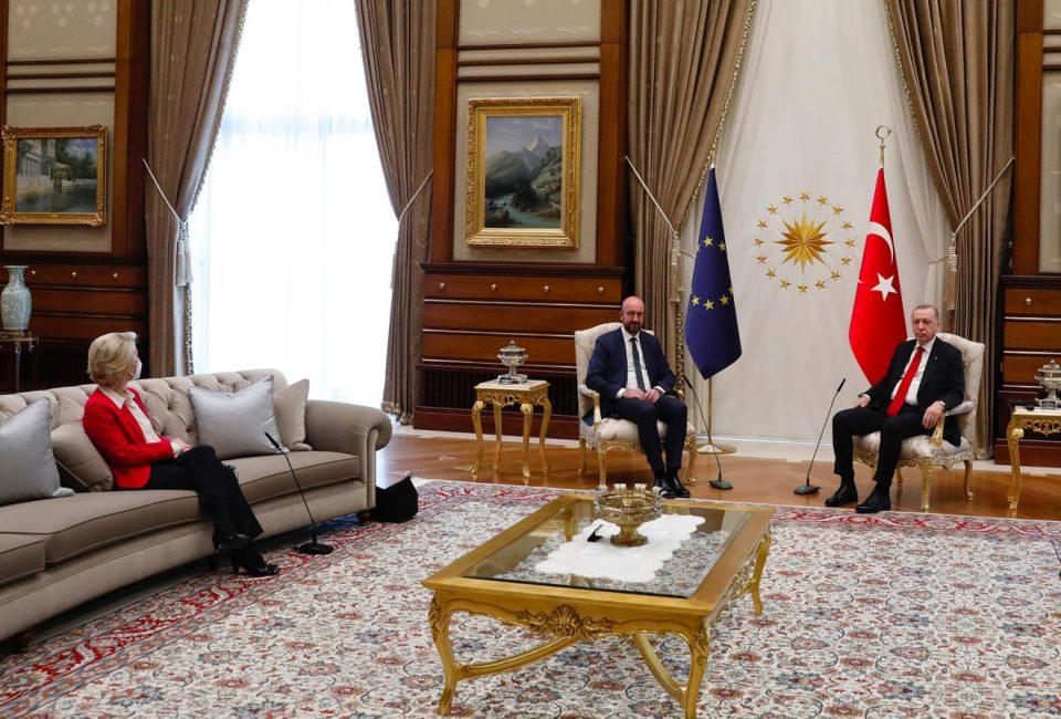 (ВИДЕО) Ердоган не обезбеди стол за Фон дер Лајен – ја смести на место за преведувачите