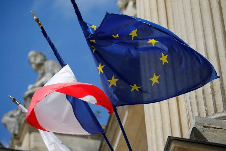 Франција ги олеснува мерките за влез и излез во пресрет на летото
