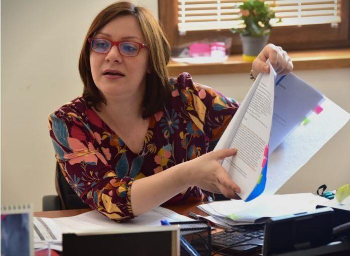 Димитриеска-Кочоска: Владата лаже колку пари потрошила за граѓаните во коронакризата