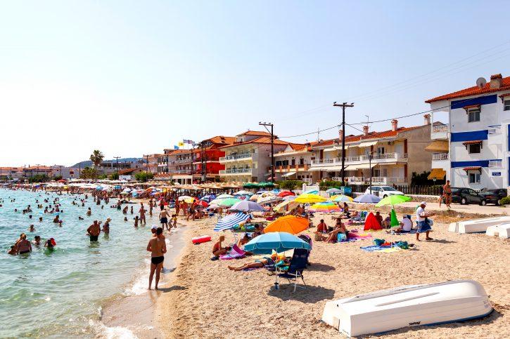 Грција ќе го укине карантинот за вакцинирани туристи од ЕУ