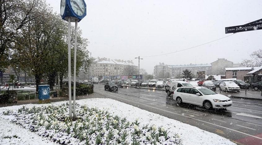 Ненадејна промена на времето во Хрватска: Вее снег!