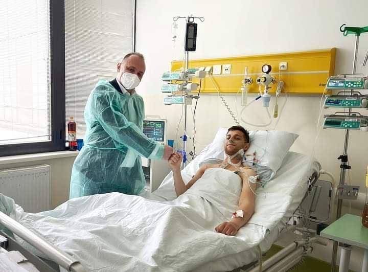 (ФОТО) Младиот Иле на кога му беше трансплантирано срце полека заздравува