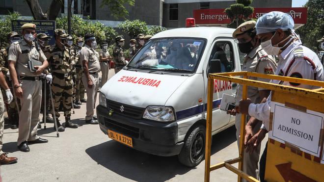 Велика Британија испрати итна медицинска помош за Индија