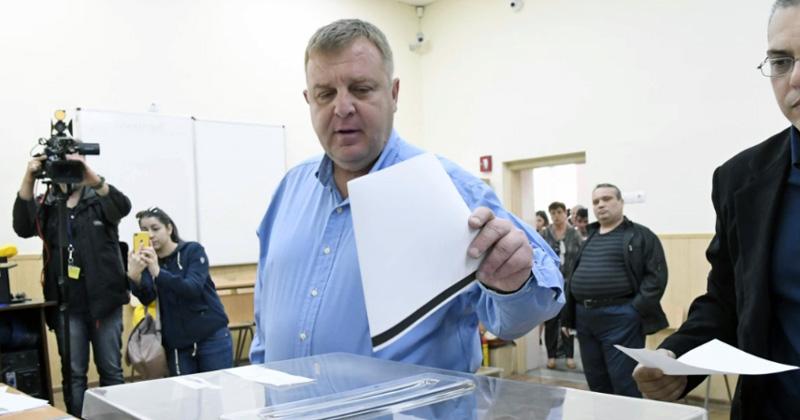 """АНКЕТА: Слави Трифонов фаворит за изборите во јули, реториката на Каракачанов и Џамбазки """"не пали"""" кај Бугарите"""