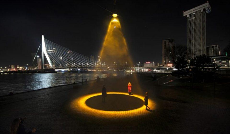 (ФОТО) Холанѓанец смисли изум кој ја уништува короната на јавни површини