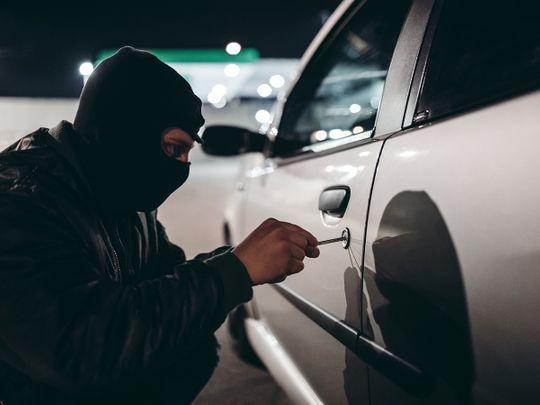 Велешанец фатен при кражба од автомобил