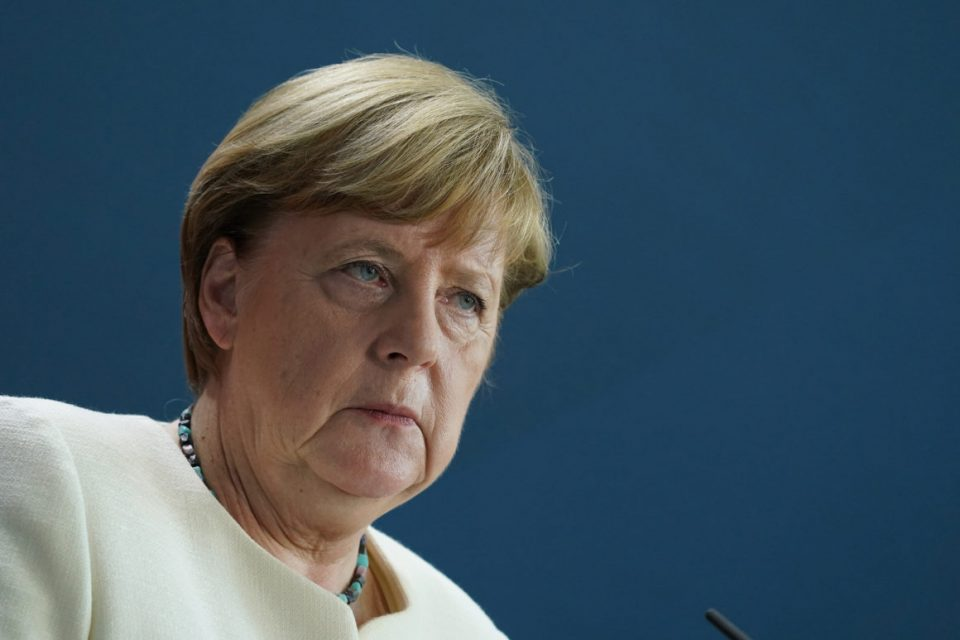 Меркел бара строг полициски час