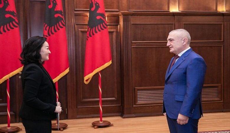 Претседателот на Албанија се скара со амбасадорката на САД: Стоп за интервенците, гледајте си ја вашата работа