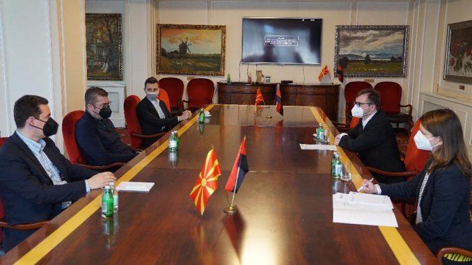 """Мицкоски на средба со директорот на """"Конрад Аденауер"""": Власта ја носи Македонија во пропаст"""