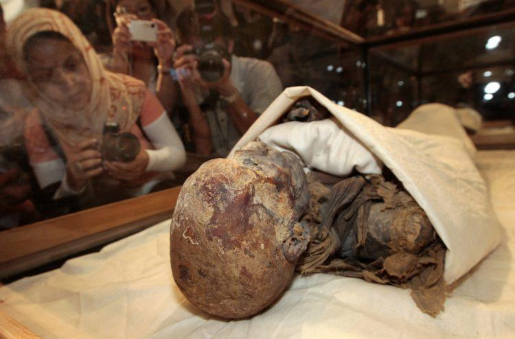 Мумифицирани останки од 22 египетски кралеви и кралици се преместуваат во ново почивалиште