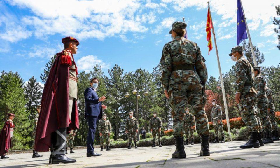 Пендаровски ќе ја врати Армијата на јужната и на северната граница