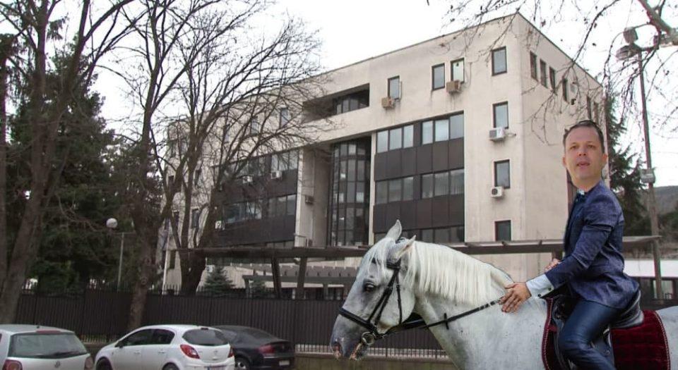 НЕВЕРОЈАТНО: Украден полициски коњ од оделението на МВР во Хиподром?