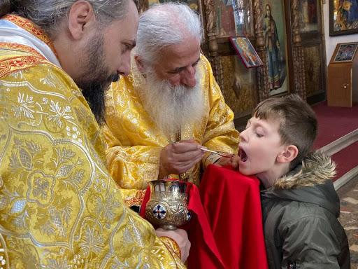 """Отец Петровски вели дека """"светата лажица"""" може да се користи без проблем, Филипче со осуда"""