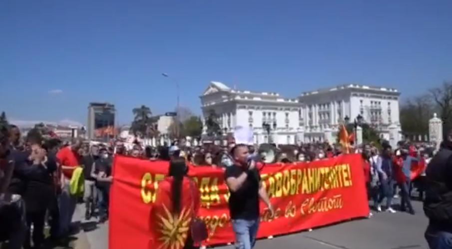 """""""Македонија се буди, за насилството ќе ви суди"""" – група граѓани и денеска бараат слобода за уставобранителите"""