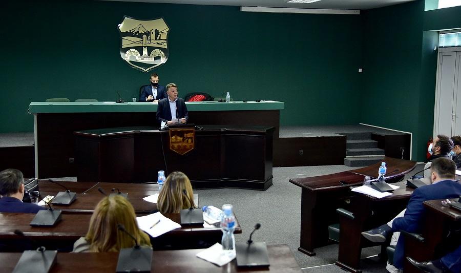 ВМРО-ДПМНЕ: Незгодните прашања до Шилегов или интернет конекција ја прекина седницата?