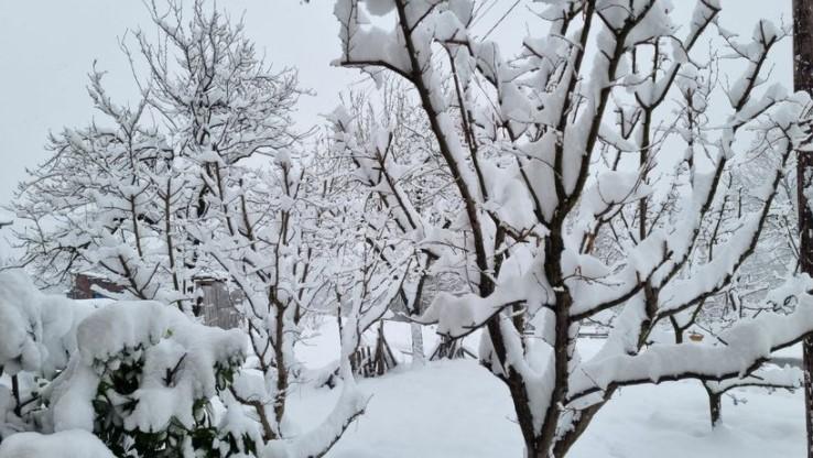 (ФОТО) Снег во Србија како да е јануари, а не април