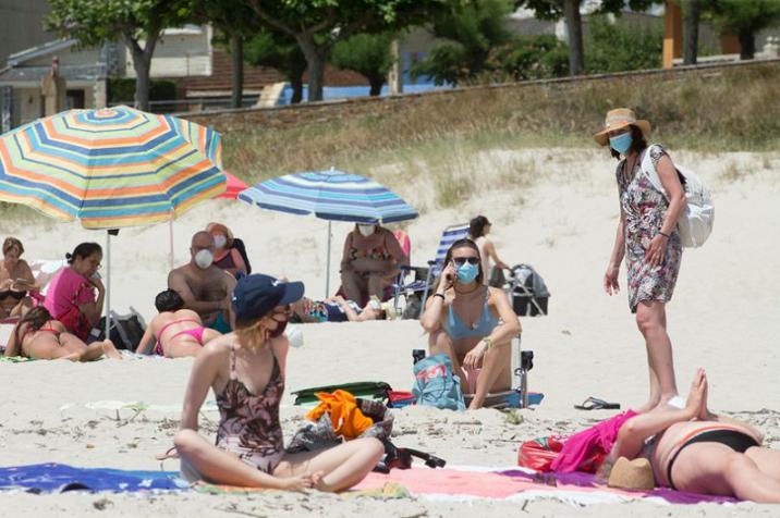 На плажа под маски – Шпанија воведе нови мерки