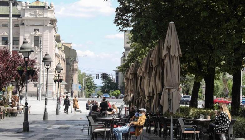 Од понеделник во Србија се отвораат трговските центри, а наскоро и децата се враќаат во училиште