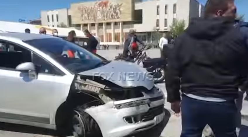 """(ВИДЕО) Инцидент на плоштадот """"Скендербег"""" во Тирана: Возач влета во толпа луѓе"""