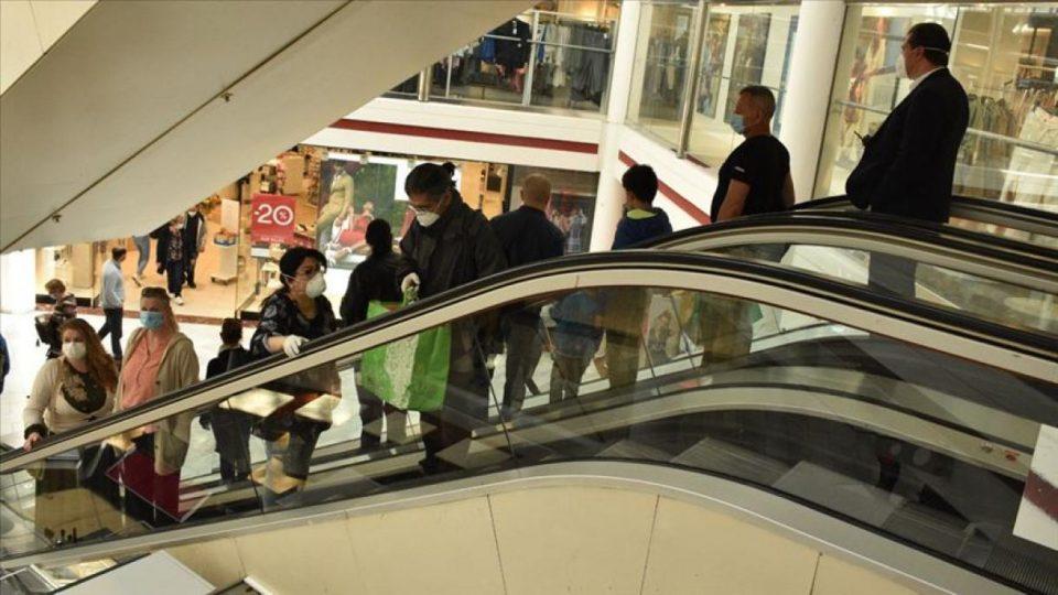 Трговските центри во недела ќе работат само од 10 до 18 часот, открива министерката Шахпаска