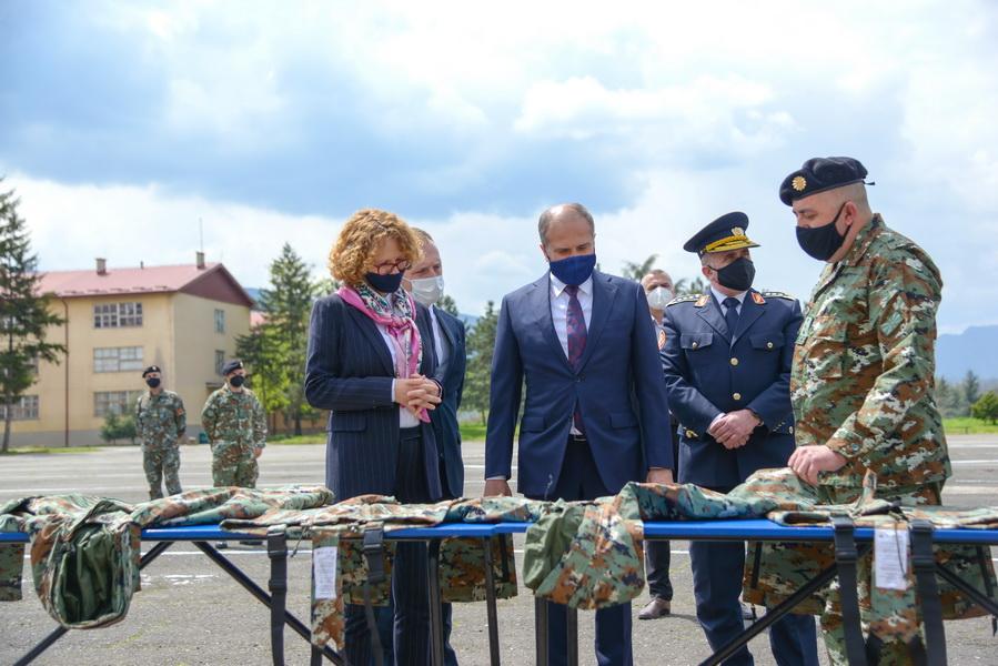 Шекеринска: Со гортекс униформите од Турција обезбедена целосна опременост за секој припадник на Армијата