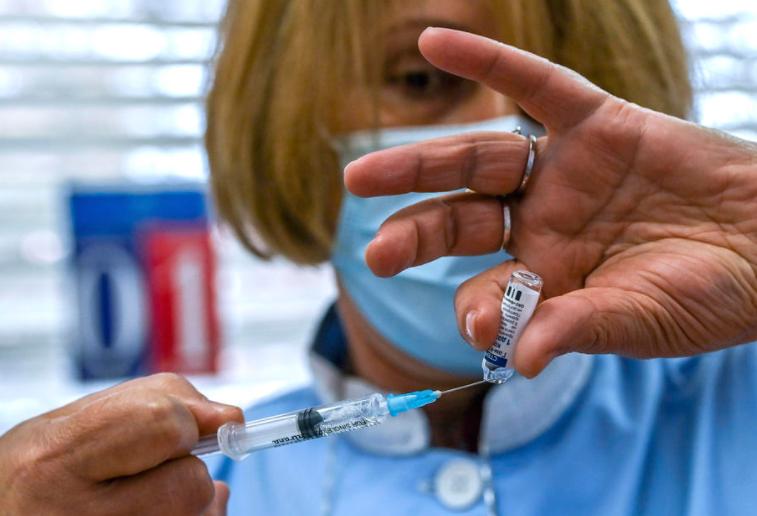 (ФОТО) Економист: Македонија е меѓу најнеуспешните земји во регионот по бројот на вакцинирани граѓани