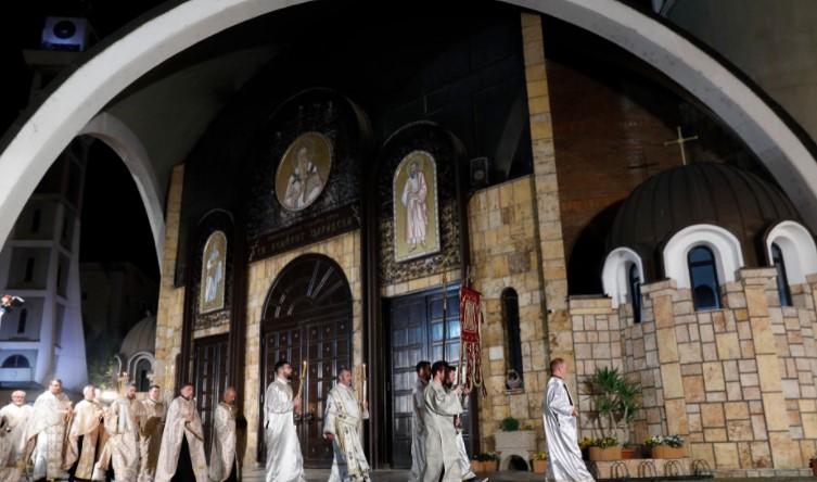 Редари пред црквите и џамиите за Велигден и Бајрам