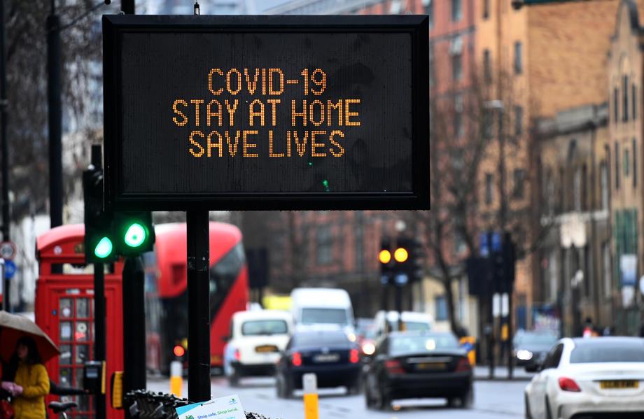 Британија се соочува со 9.000 нови случаи на коронавирусот