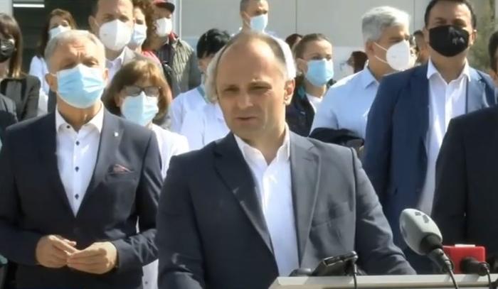 Филипче: Маските ќе ги носиме долго време